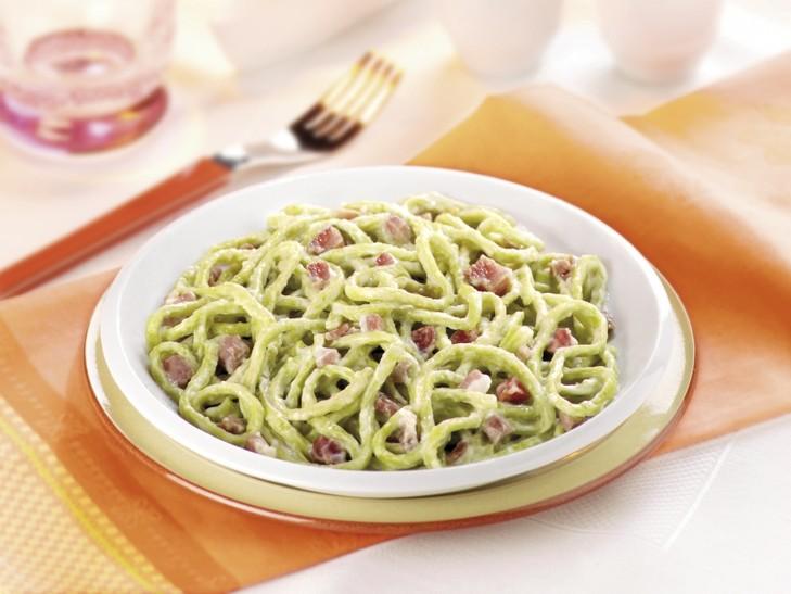 Grüne Tagliolini mit Speck und Sahne