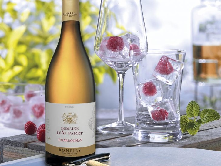 30740 Chardonnay + 2815 Eiswürfel mit Himbeeren