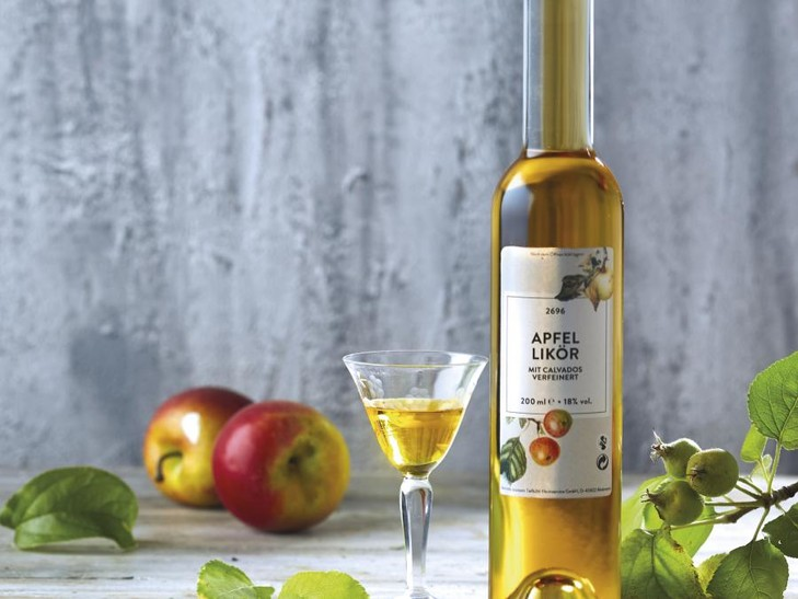 Apfel Likör mit Calvados verfeinert