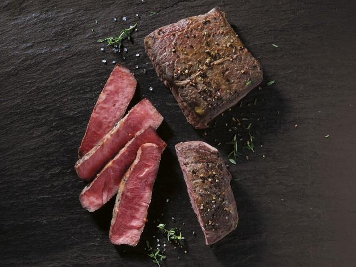 US Black Angus Flat Iron Steak, marin.