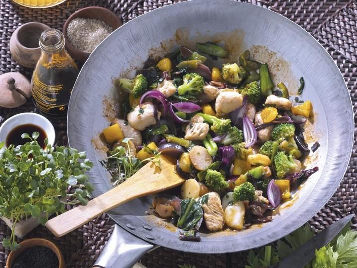 Hähnchen-Wokpfanne mit Gemüse