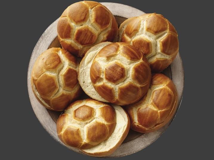 Laugenbrötchen mit gesalzener Butter