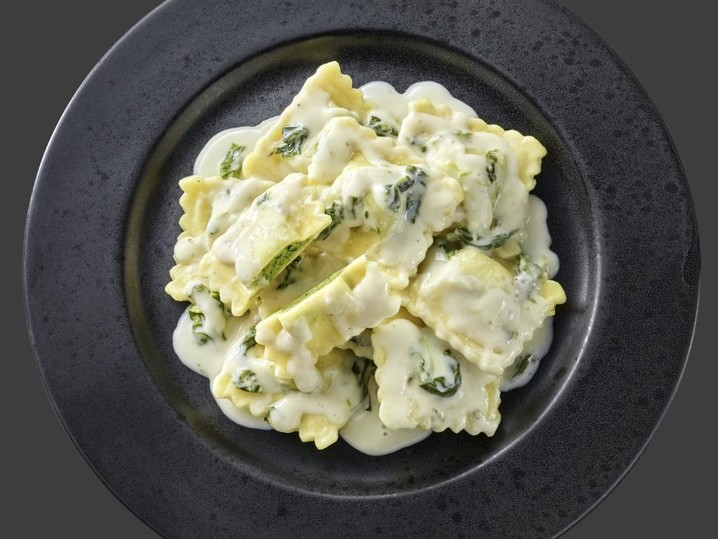Spinat-Ravioli in Käsesoße